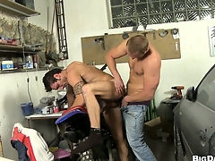 This mechanic gets his cock sucked wide of a horny dude's mouth less his repair shop