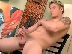 Smooth fit body on spectacular solo blonde guy