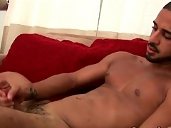 Solo hottie cums more than his weight bench