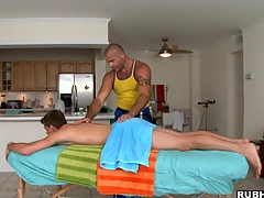 Muscular man enjoys penetrating that sweet ass with force!